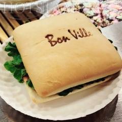 Выжигание логотипа на сендвичах, хотдогах, панини